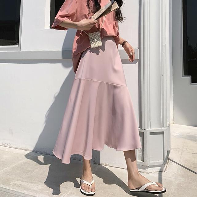 パステル調のロングスカート