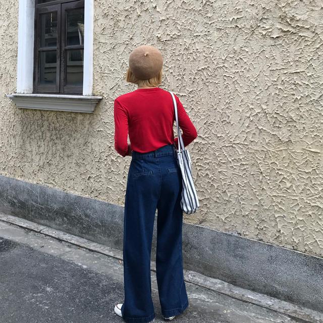 赤ロンT×ネイビーワイドパンツ