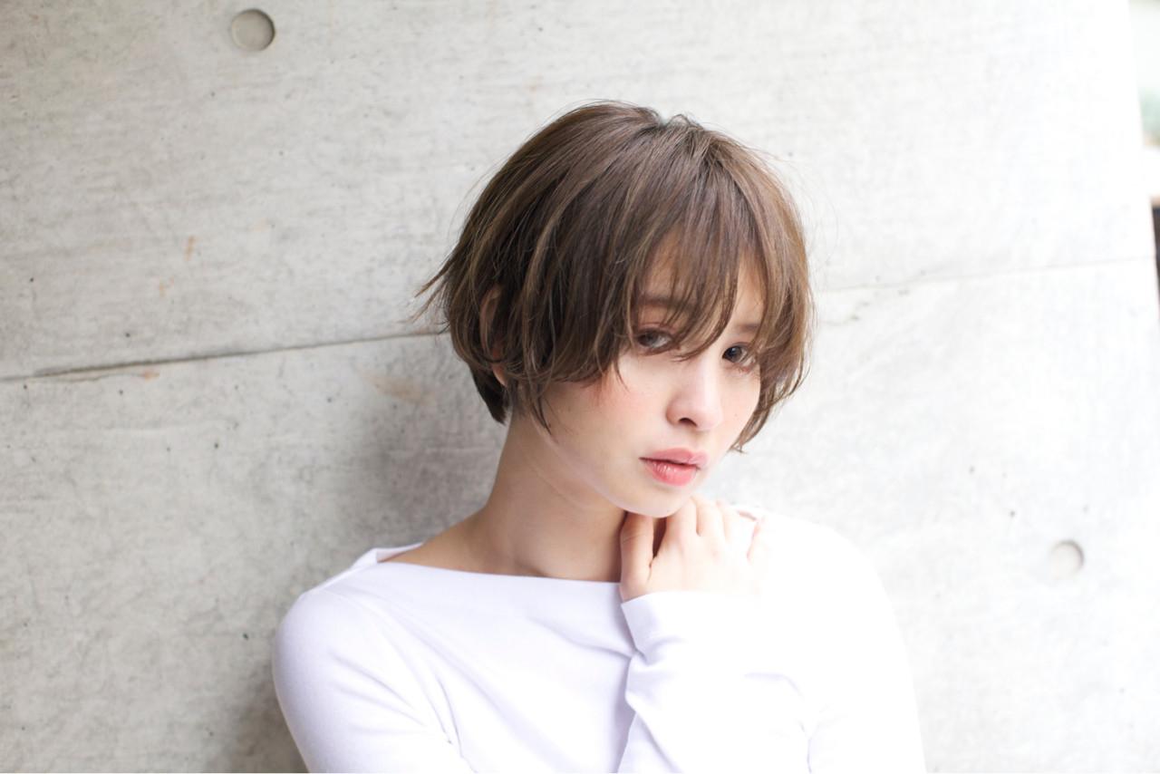 長め前髪でアンニュイな雰囲気を纏う