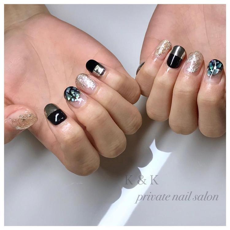 黒×シルバー:ラメとミラーでインパクトたっぷり