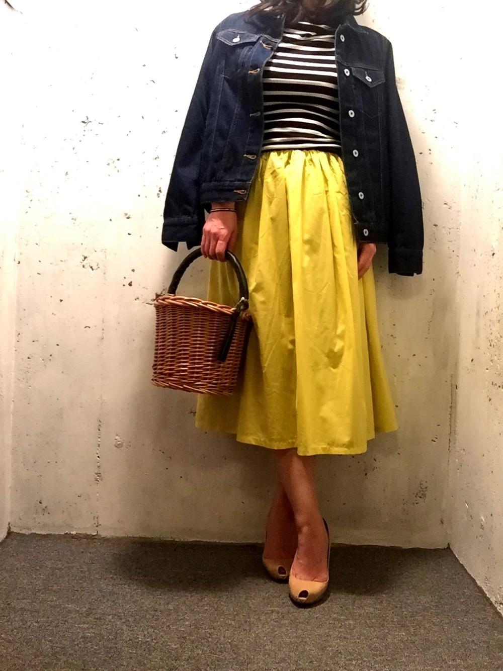 レモンイエローフレアスカート×ボーダーTシャツ