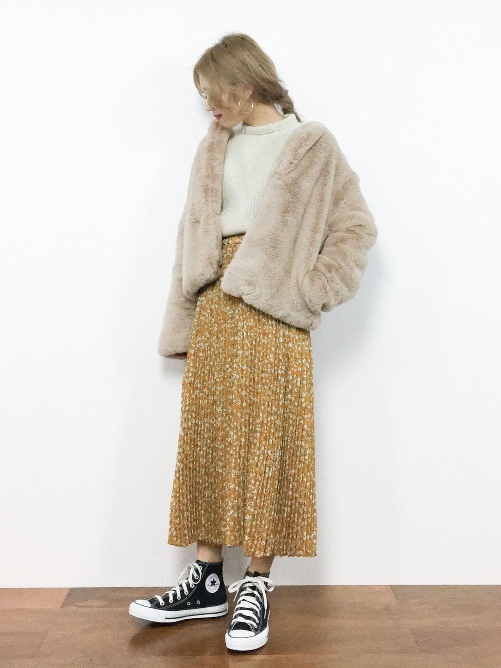 イエロー花柄プリーツスカート×フェイクファージャケット