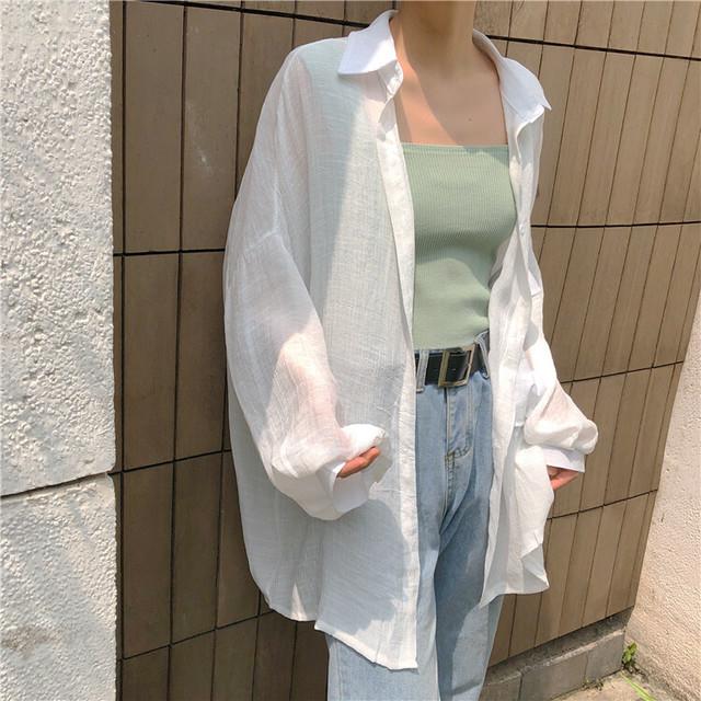 白シャツにミントグリーンカラー