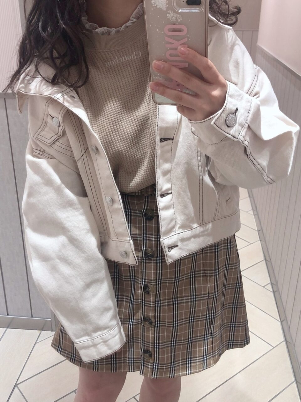 白ジャケットで爽やかコーデを組もう。オフィス〜カジュアルまで一挙におさらい