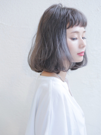 風に揺れて無造作に落ち着く、綺麗な髪。