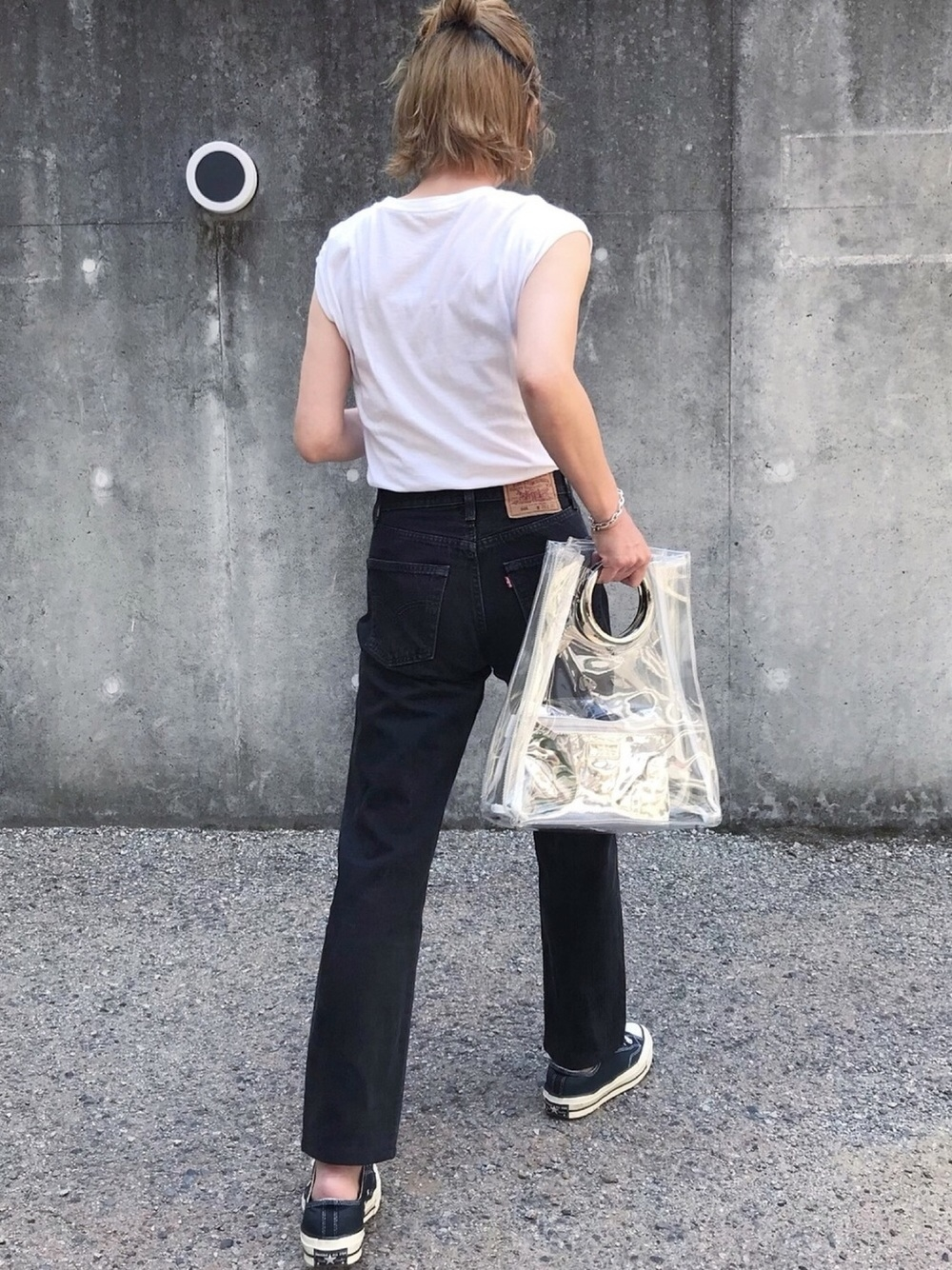 |クリアバッグで定番コーデがお洒落に変身