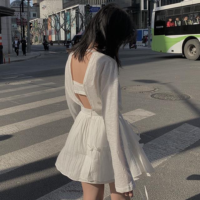 白ミニスカート