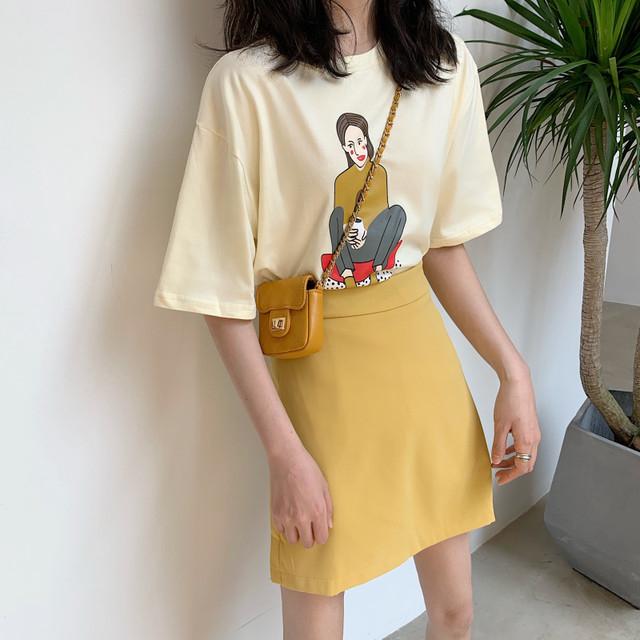 イエローミニスカート×イエロー半袖Tシャツ