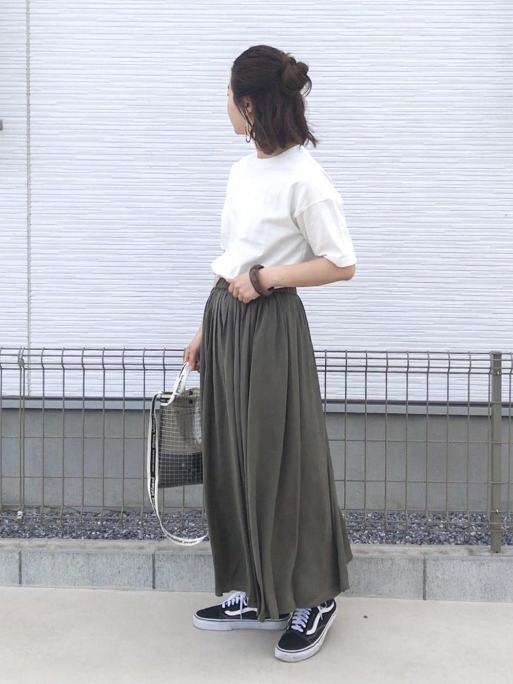 白T×フレアスカート