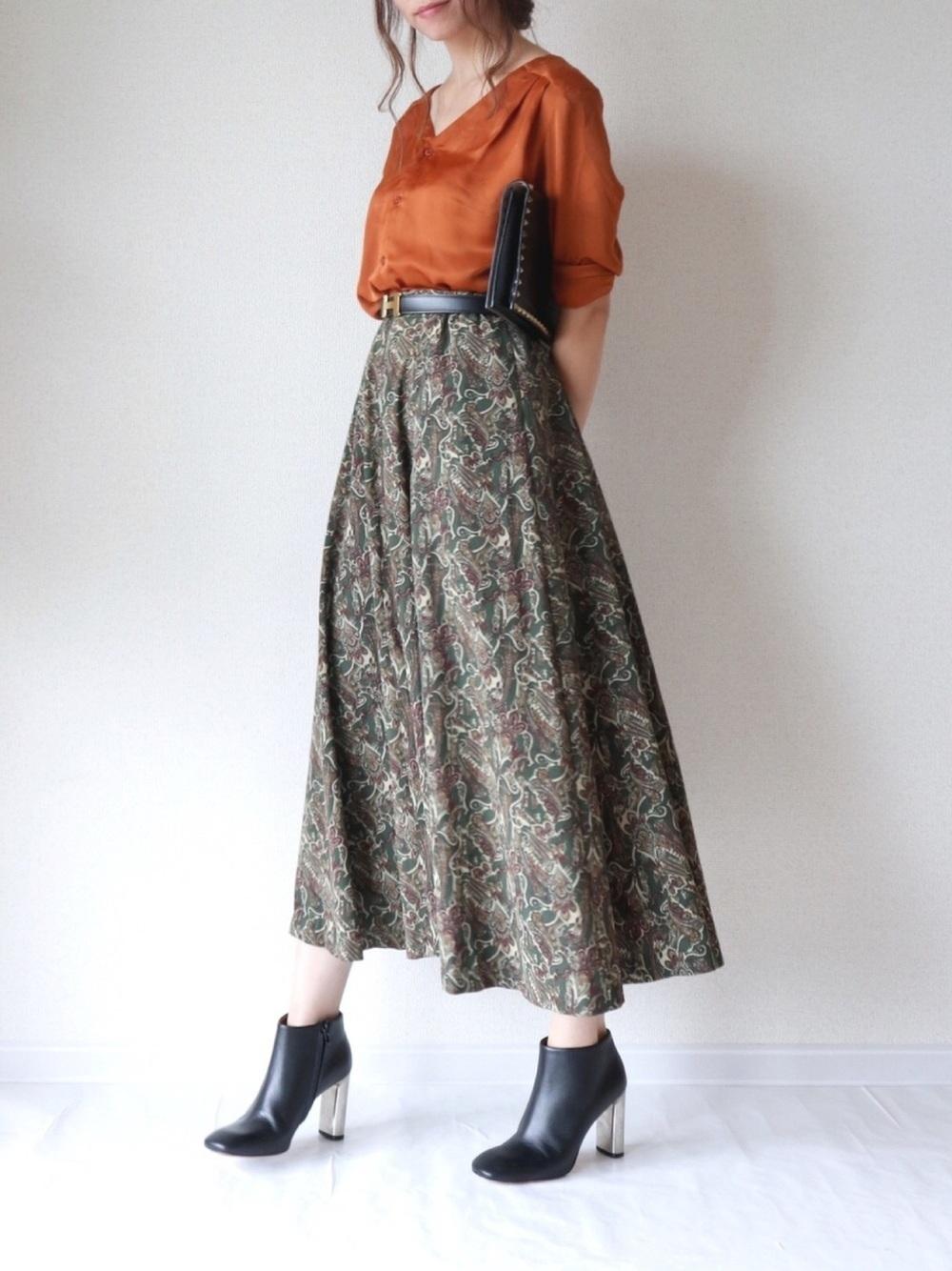 ブラウンシャツ×グリーンスカート