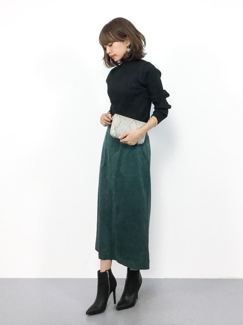 黒タートル×グリーンロングスカート