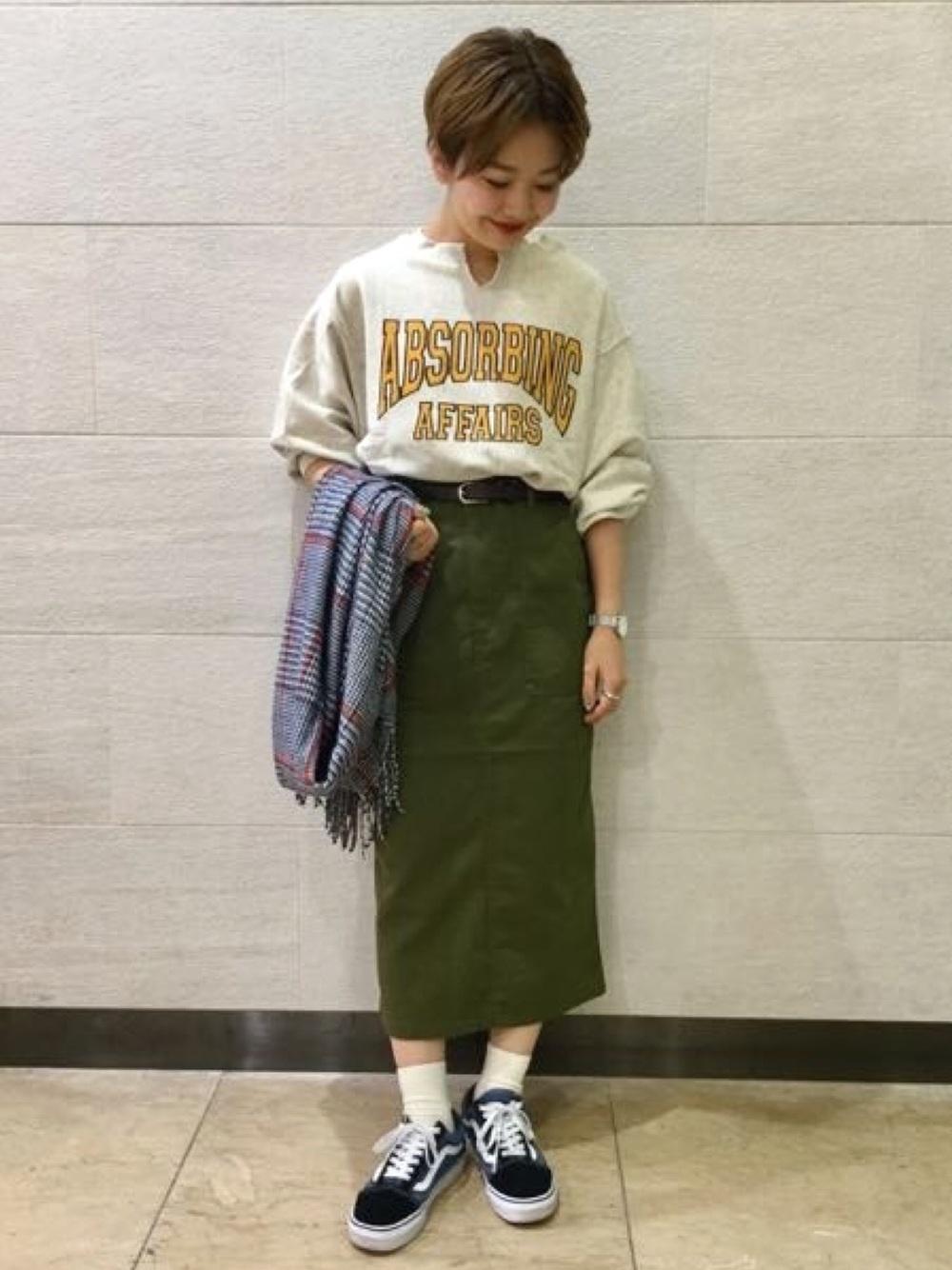 プルオーバー×グリーンスカート