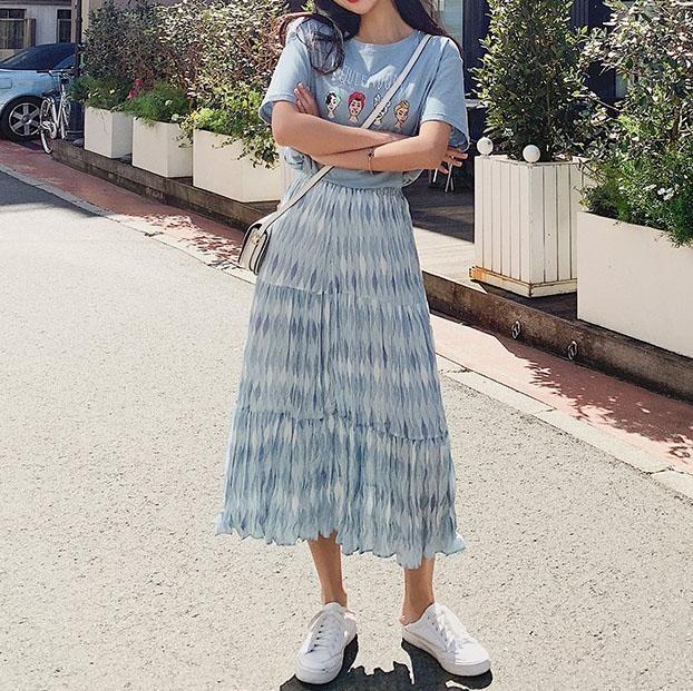青ロングスカート×青系半袖Tシャツ
