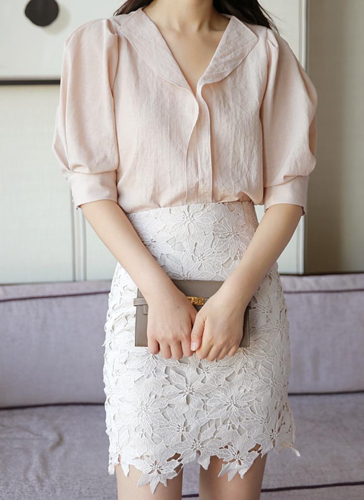 レースタイトスカート×ピンク系シャツ