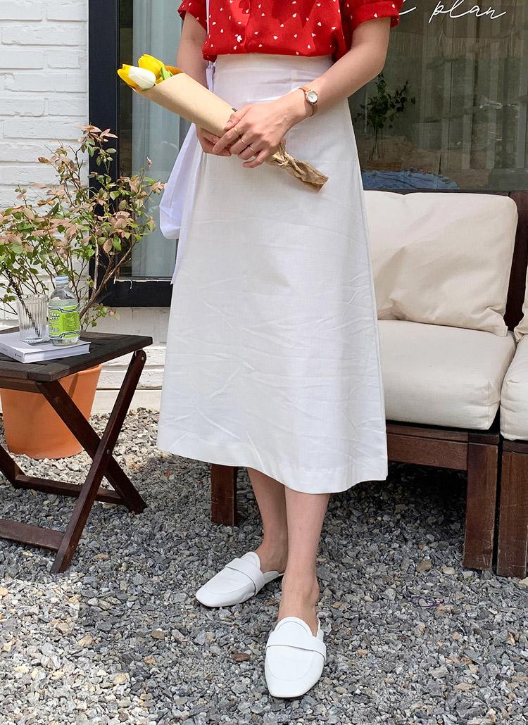 アイボリーロングスカート×赤系シャツ