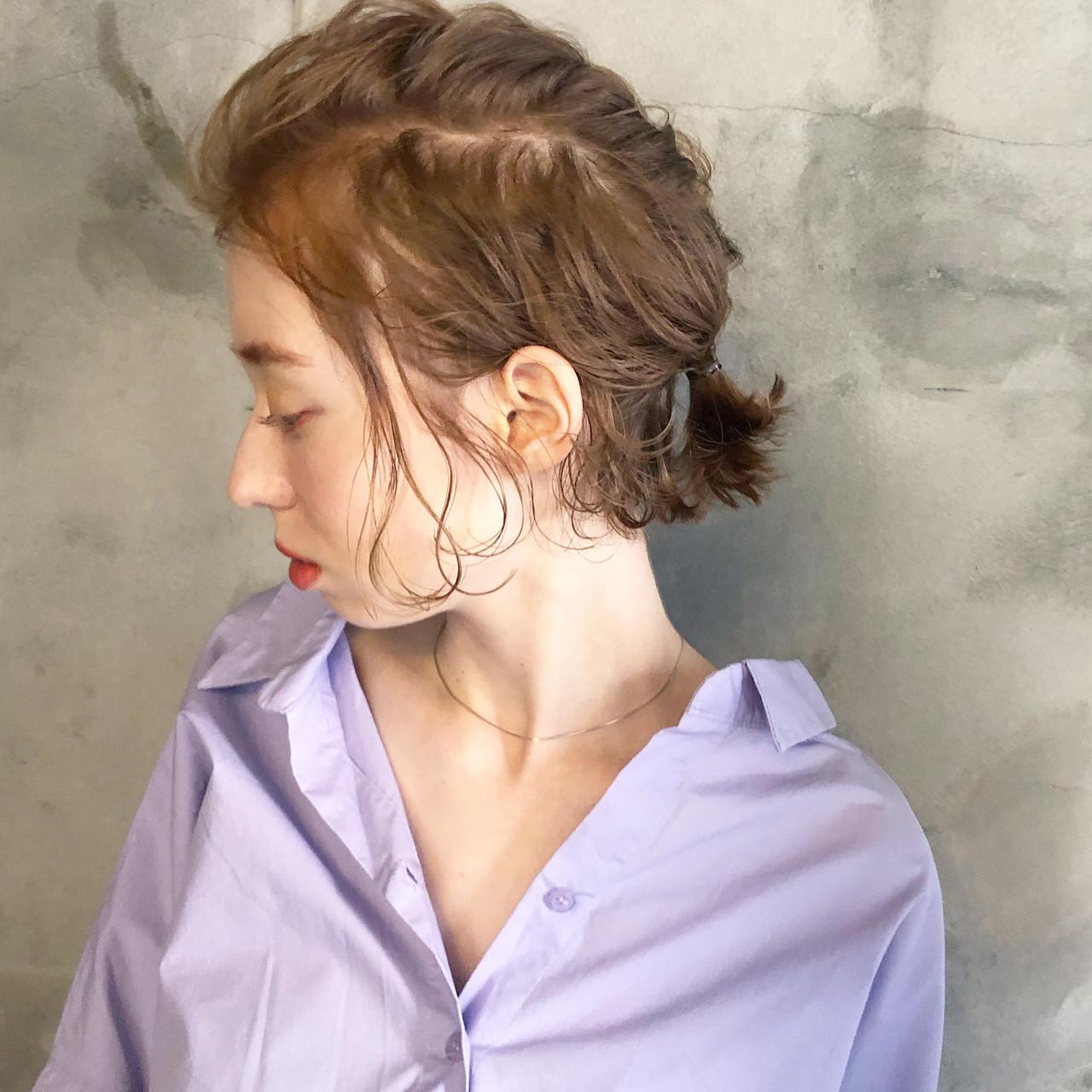後れ毛がポイントの大胆な編み込み