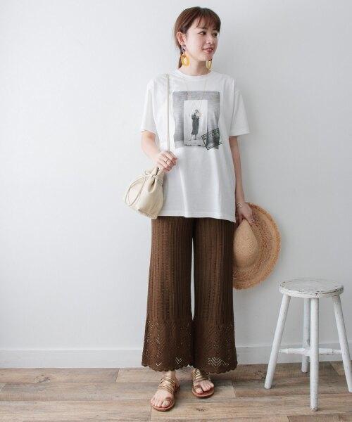 レース柄ニットパンツ×ホワイト半袖Tシャツ