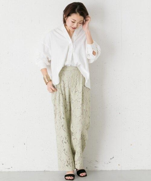 ミントグリーンレースパンツ×ホワイトシャツ