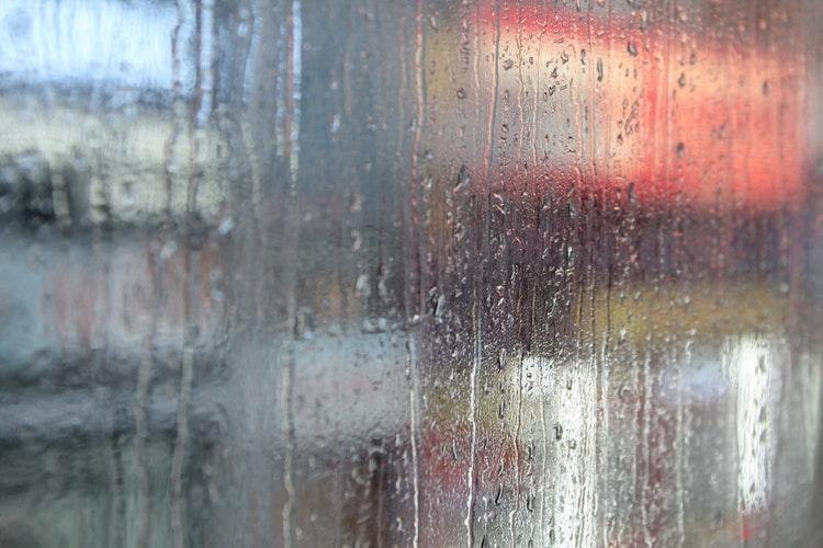 梅雨の髪悩みはドライヤーで解決できる?