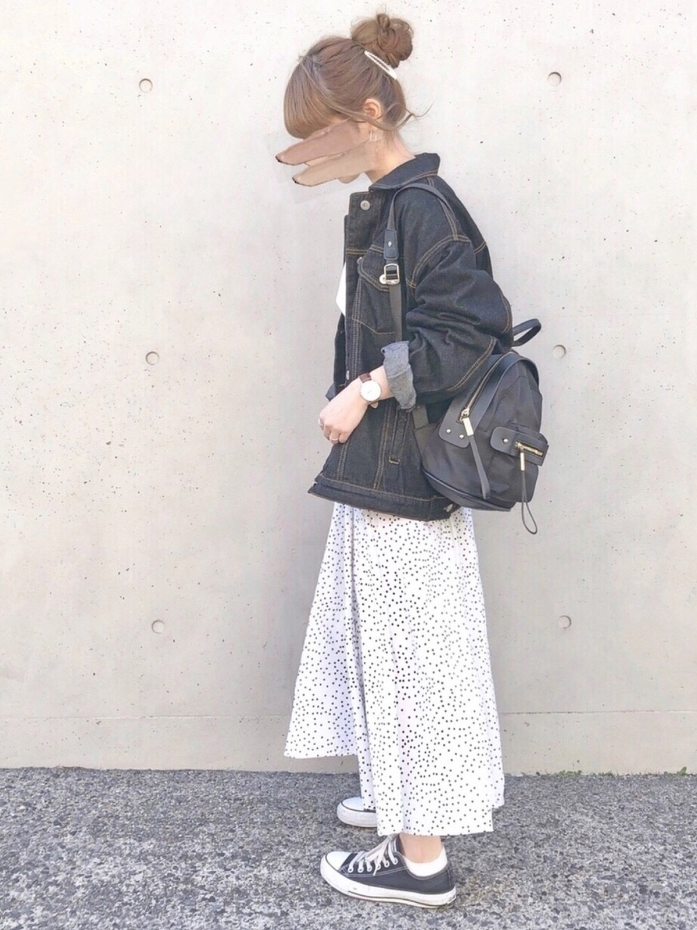 黒リュック × デニムジャケット