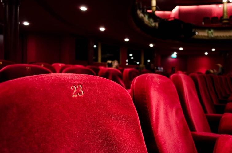 どの座席を予約しますか?