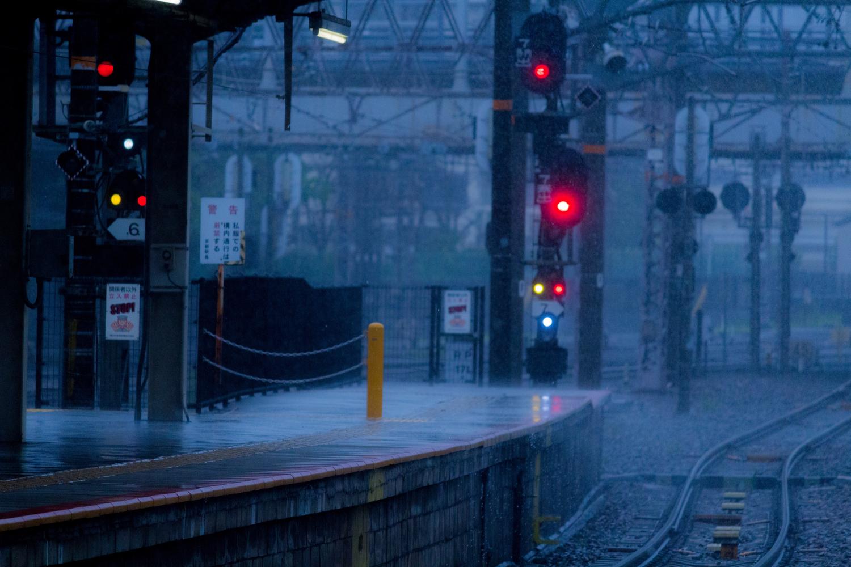 雨の日に駅まで迎えに来てなんて言えない