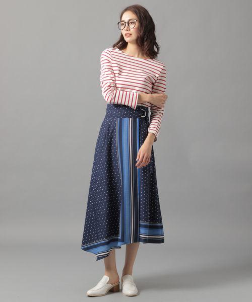  赤ボーダーT×青柄ロングスカート