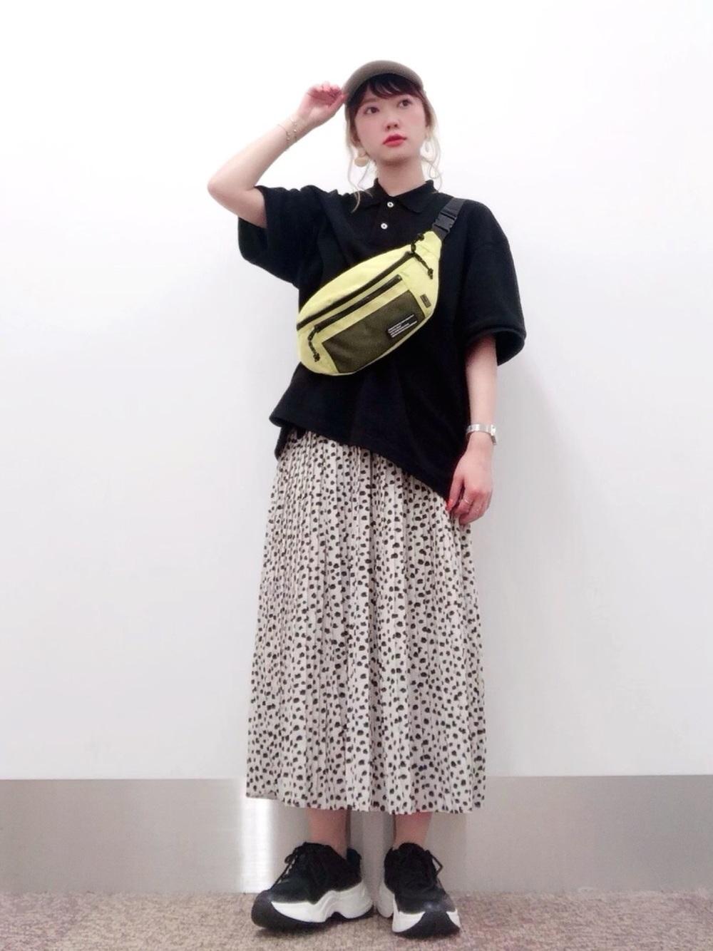 半袖ポロシャツ×プリーツスカート