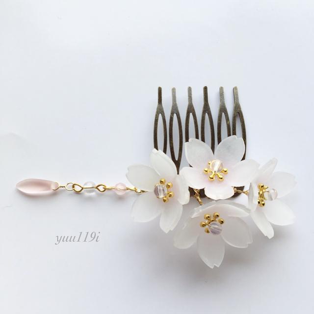 桜のヘアコームで美しく