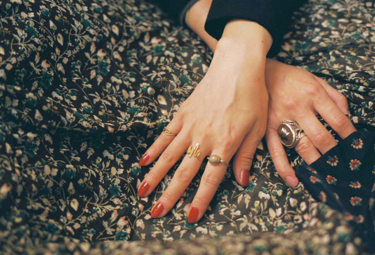 安くて可愛いリングが欲しいけれど。指輪が緩くて合わないガールのお悩み解決