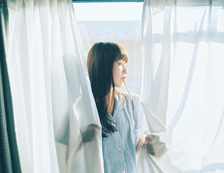 1:カーテンを開け、朝日を浴びる