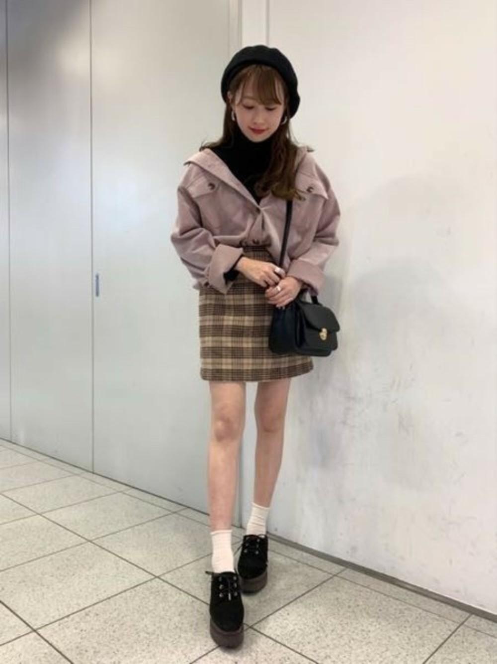 くすみピンクシャツ×ブラウンスカート