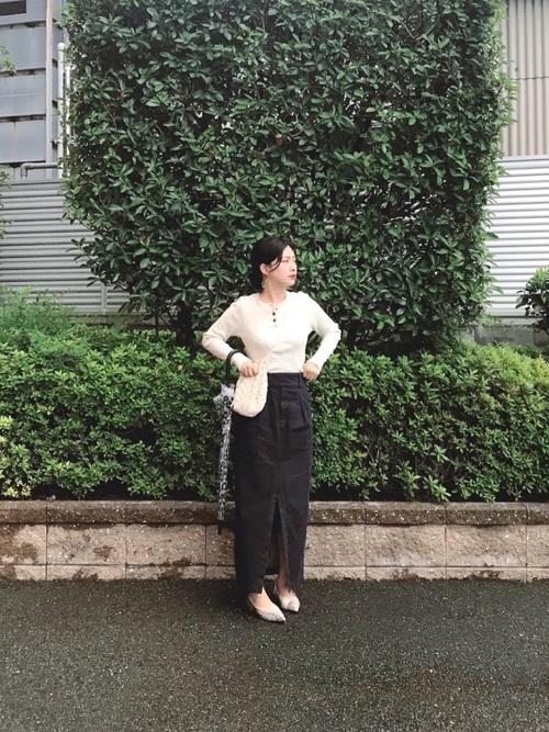 lesson2 タイトめスカートにスリットで女っぽく
