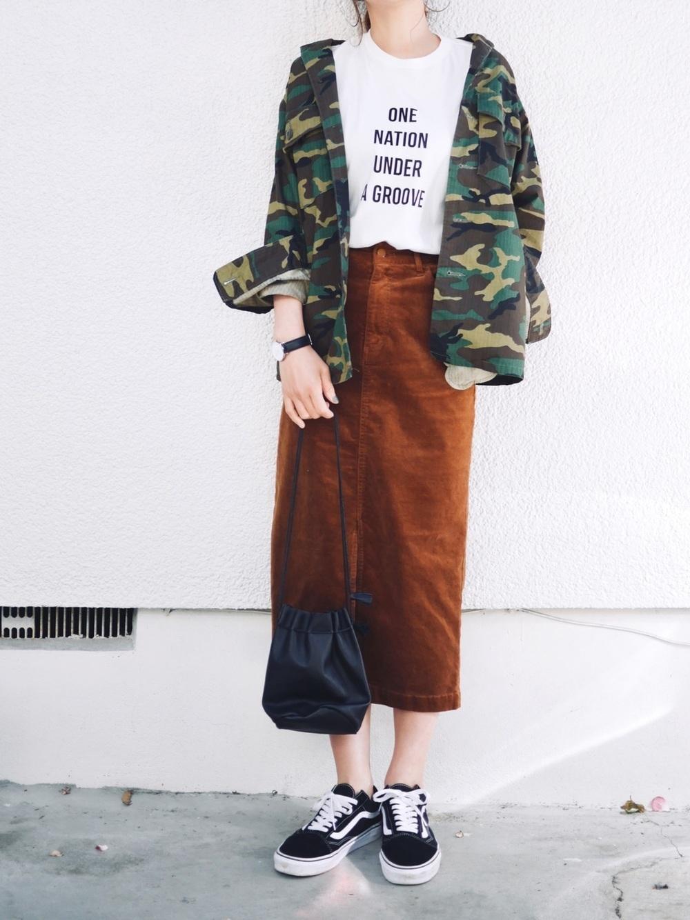 ブラウンロングタイトスカート×ミリタリー柄ジャケット