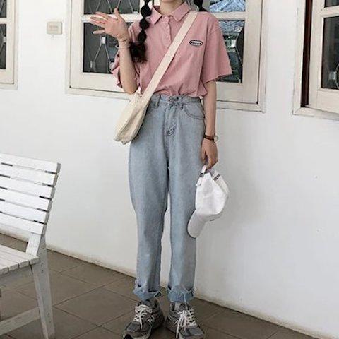 ピンクのポロシャツでキュートに