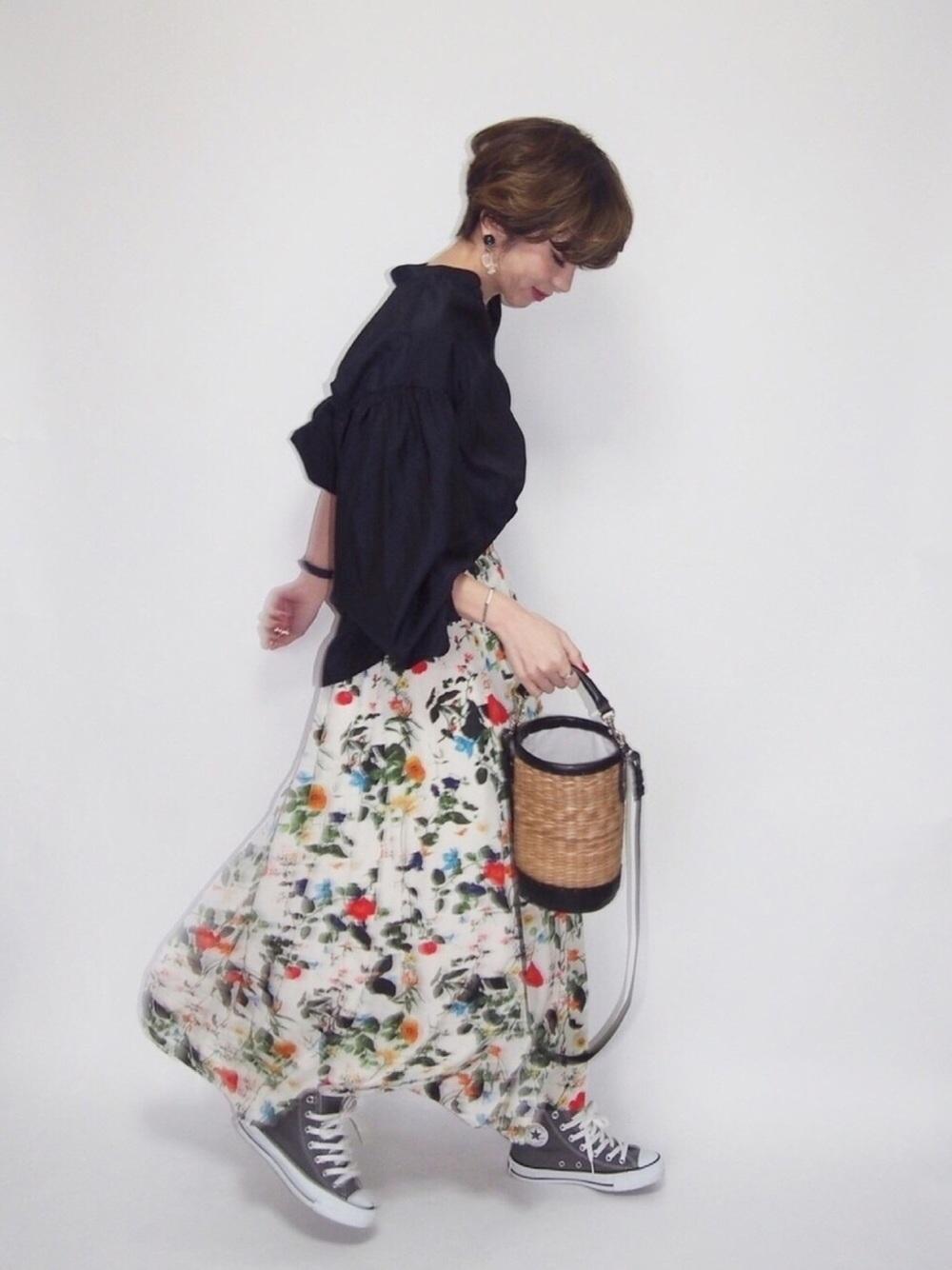 ネイビーシャツ×花柄スカート