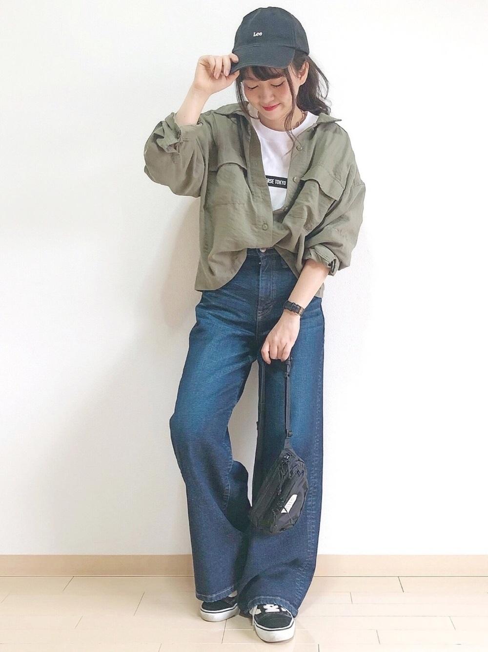 ミリタリーカーキシャツ×ワイドデニム