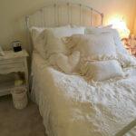ホワイトのベッド