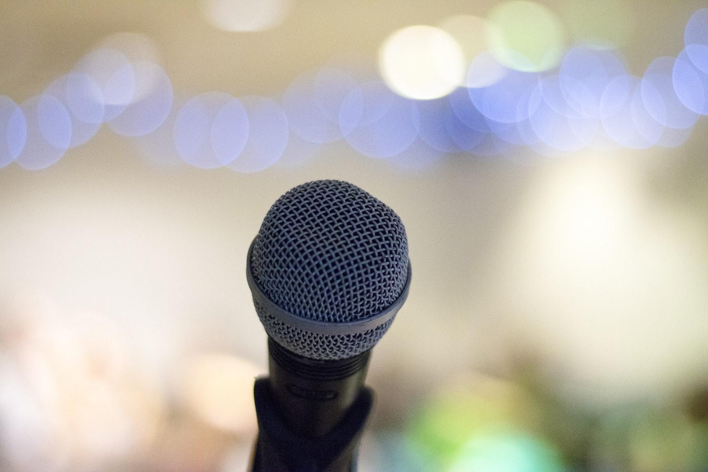 2. カラオケで楽曲を歌う