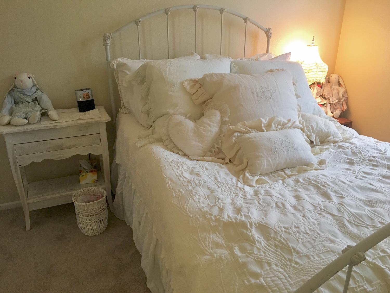 あの子の美容空間は、ベッド?