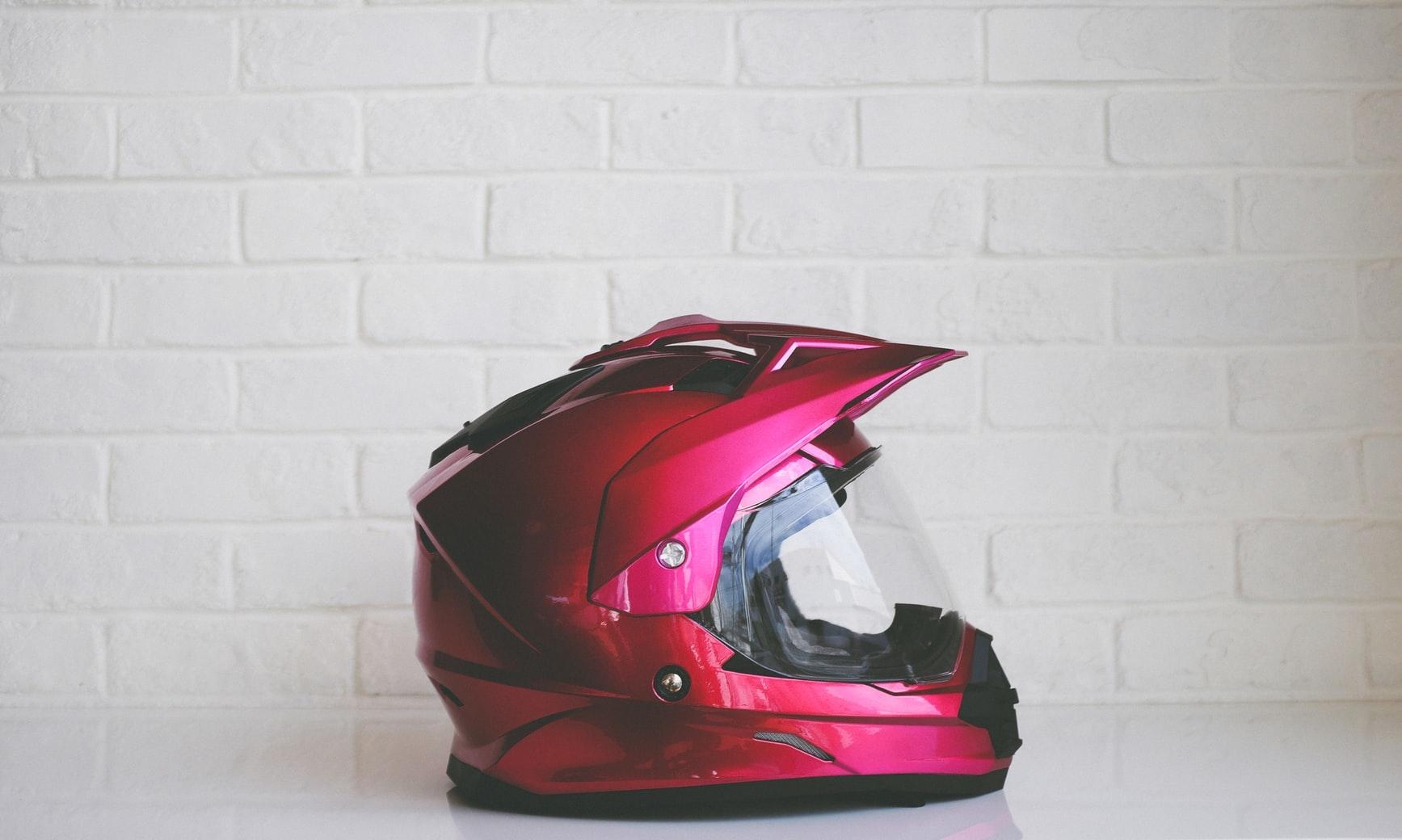 2)ヘルメットにも女性らしいこだわりを