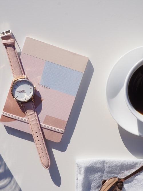 「腕時計=時間を気にしている」のでNG