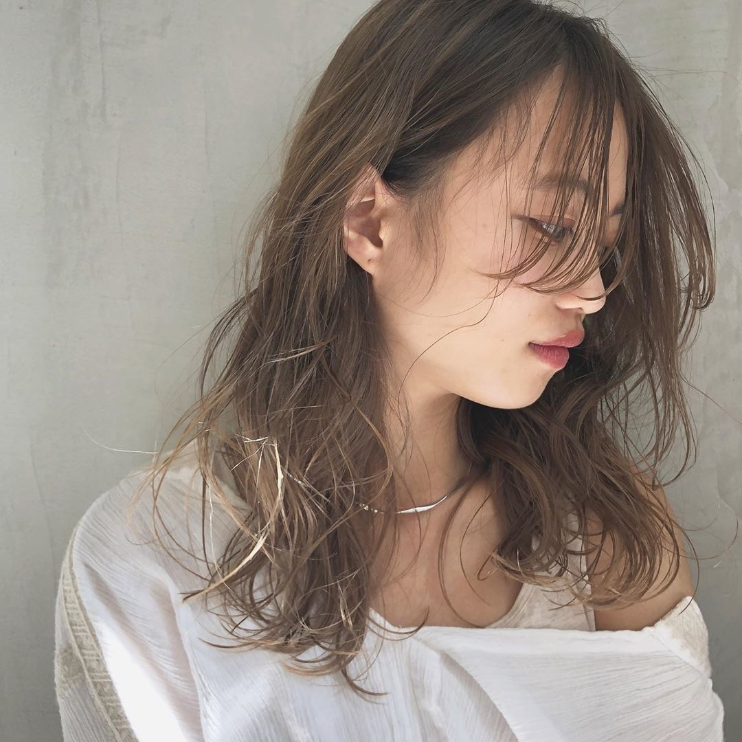 伸ばした前髪で一気に色っぽく