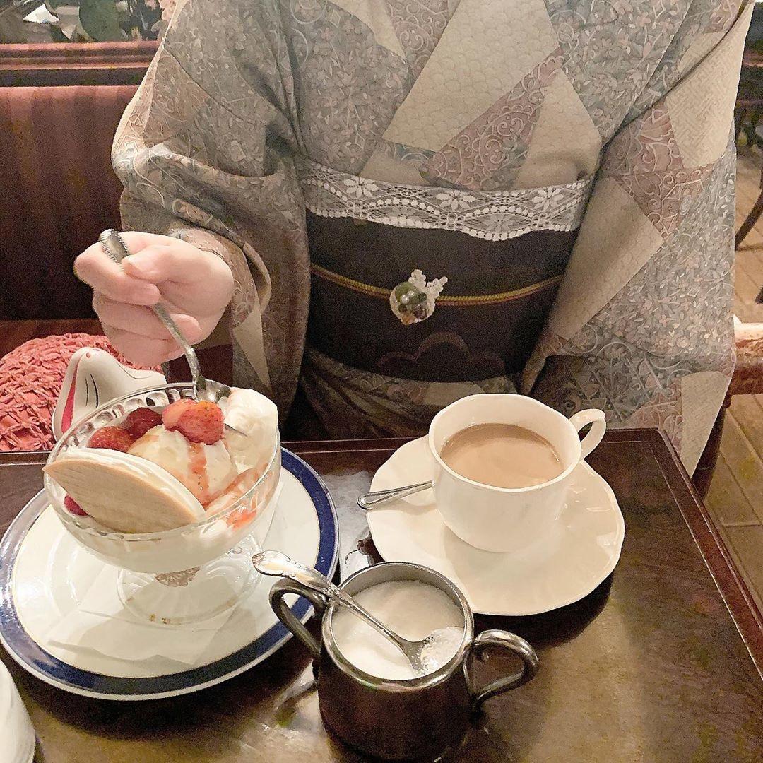 着物を着てオシャレなカフェへ