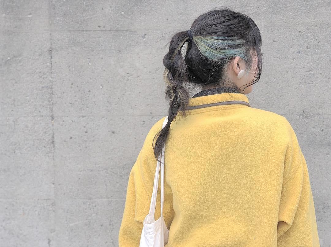 覆い隠した複雑な乙女心を見て欲しくて。インナーカラーが綺麗に映えるヘアアレンジ