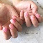 その指先で触れたら、たぶんきっと。じゅわりと色っぽい桃色ネイルで恋を呼び寄せて