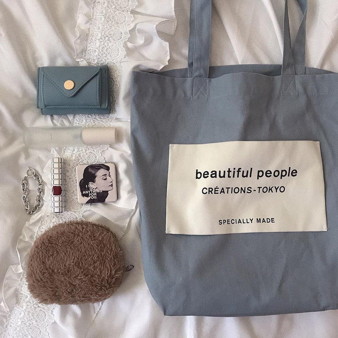 雑誌でのバッグの中身公開!の統一感に憧れる。お洒落さんの持ち物をCHECK