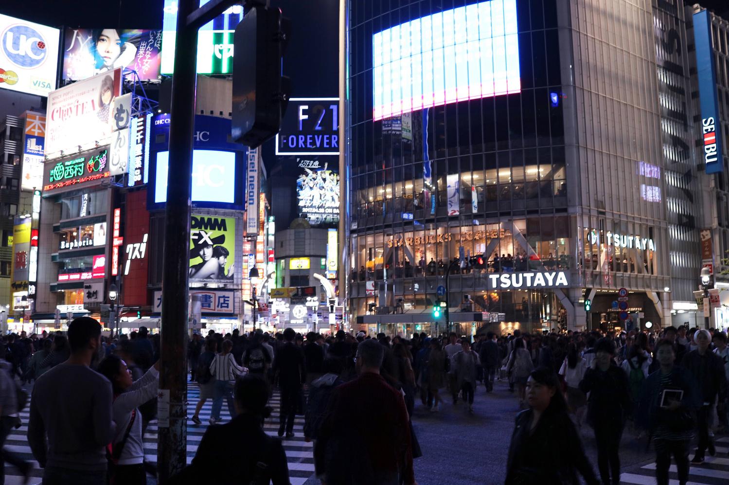 東京を舞台に6人の女性がまとうUNIQLO U