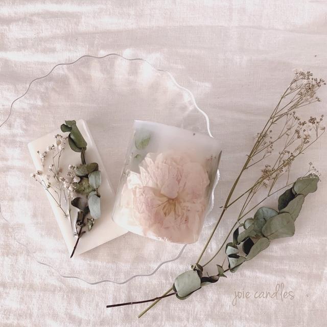 アロマキャンドルにだってお花を閉じ込めて