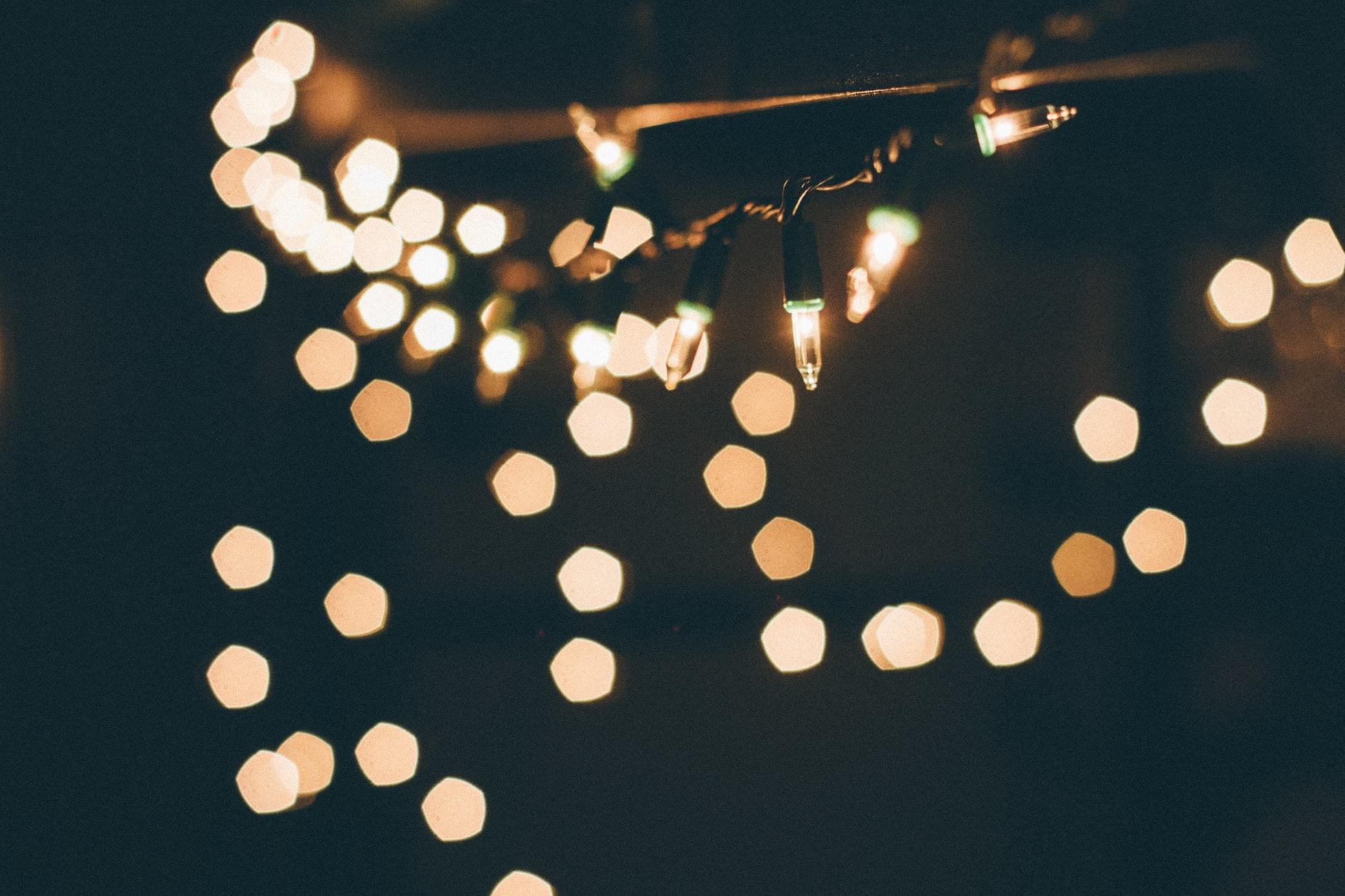 A.お家で灯を楽しむのはどうかな?